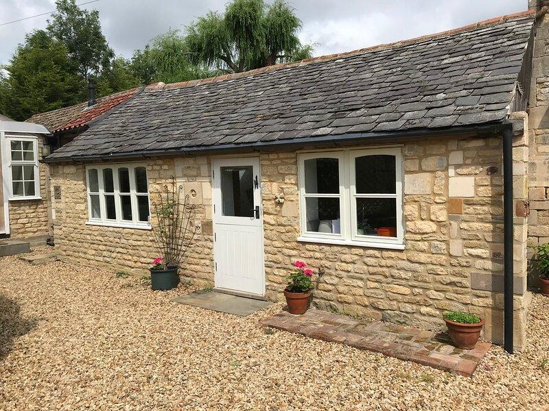 Halliday's Cottage, Rutland Retreat, Sleeps 2 plus 2, vacation rental in Wymondham