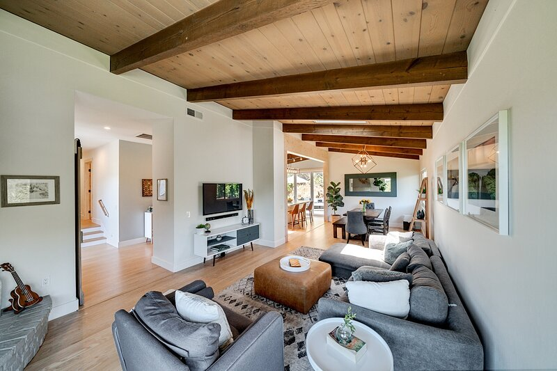 Bayside Mountain Retreat With Gorgeous Views And Private Hot Tub!, vacation rental in Novato