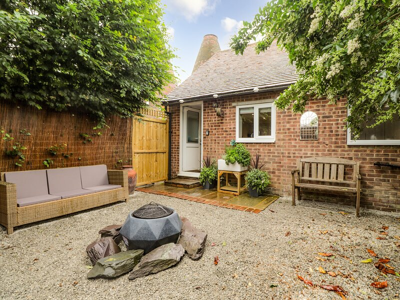 Ditsys Den, Paddock Wood, vacation rental in Tonbridge