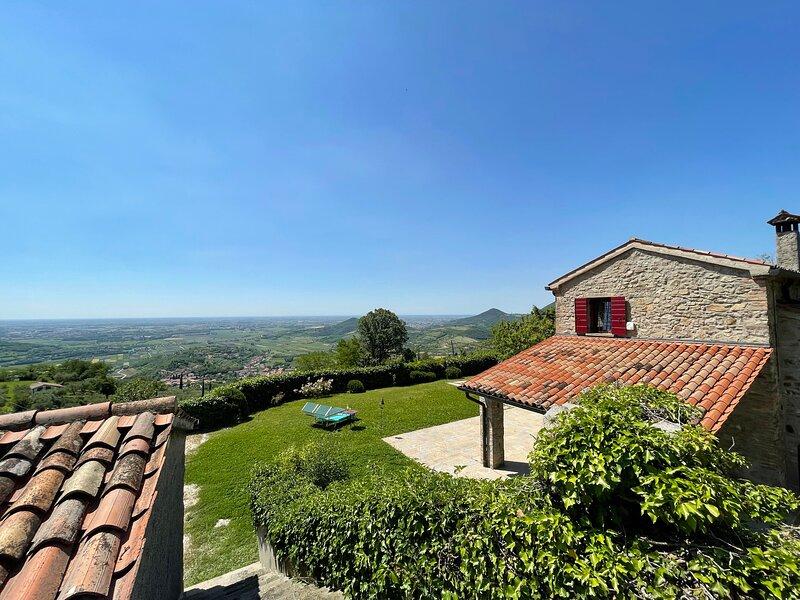 IVE6901 Villa degli Ulivi**** by Holiday World, casa vacanza a Due Carrare