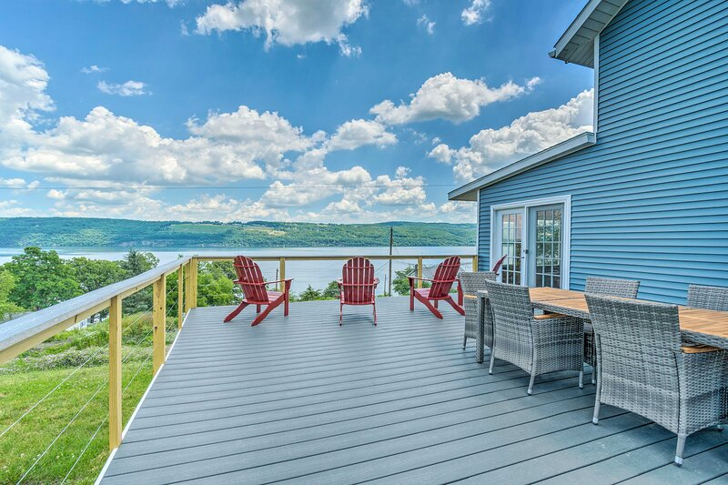 NEW! Watkins Glen Lakeview Cottage w/ Waterfall!, holiday rental in Montour Falls