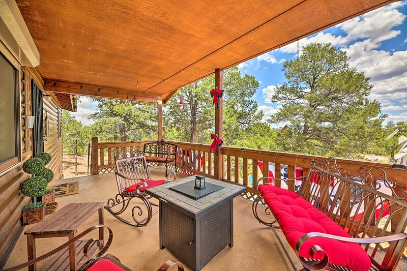 NEW! High Country Hideaway w/ Fire Pits & Grill!, holiday rental in Forest Lakes