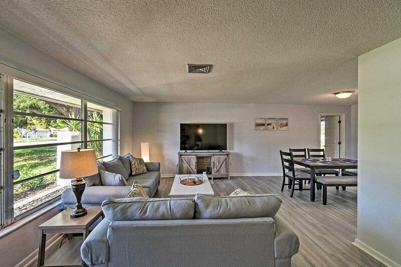 NEW! Modern Sarasota Home w/ Private Pool & Grill!, location de vacances à Oneco