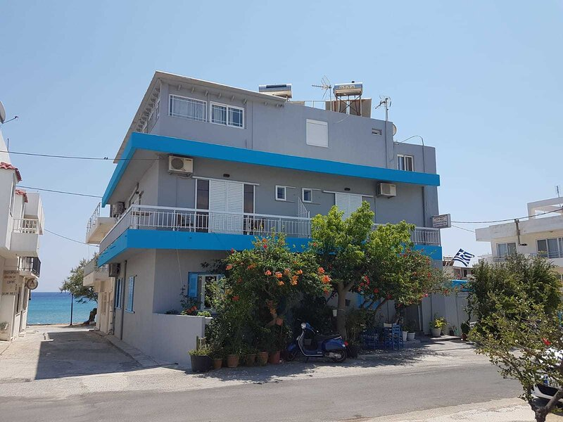 Family run 2 bed studio apartment 4, holiday rental in Pali