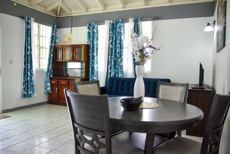 Luxury Green Castle Master Suite in Roseau, location de vacances à Roseau