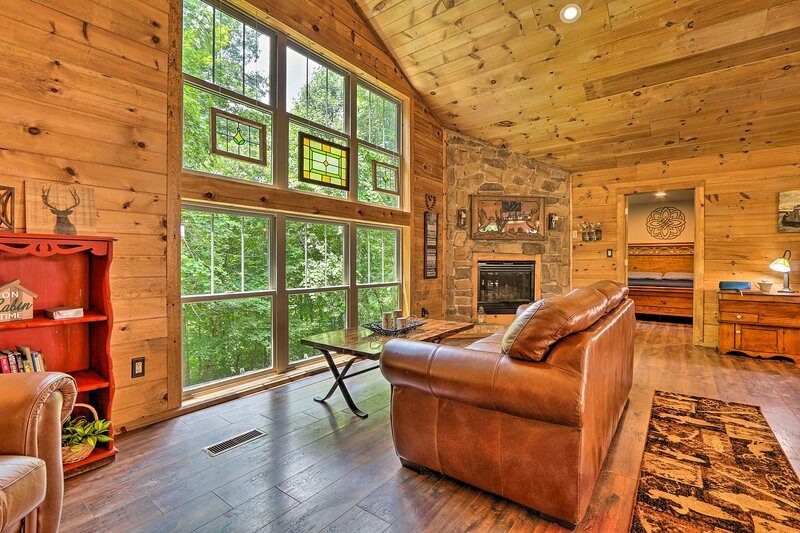 Butler Cabin on 19 Acres w/ Hot Tub & Fire Pit!, vacation rental in Ashland