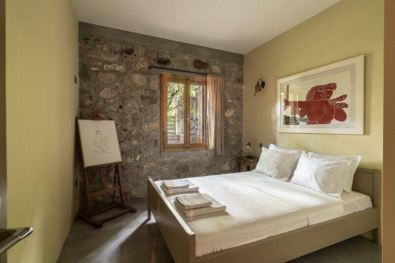 Boutique Stone Cottage w. large private Terraces, holiday rental in Sofiko