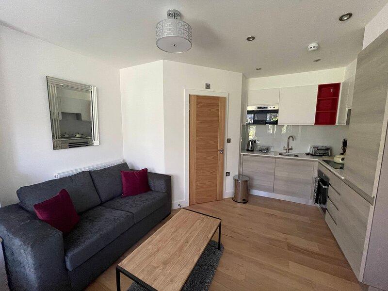 Bright and airy studio apartment in Sydenham, aluguéis de temporada em Beckenham