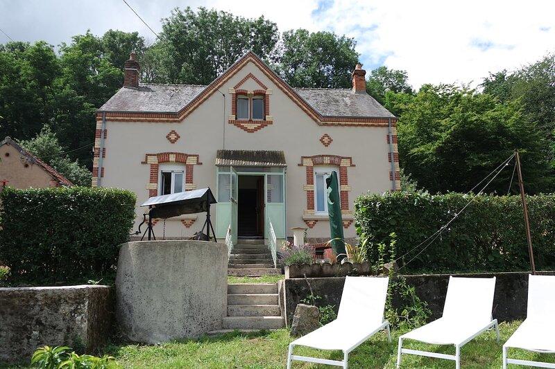 Maison de caractère tout confort 11 pers, holiday rental in Beaulon