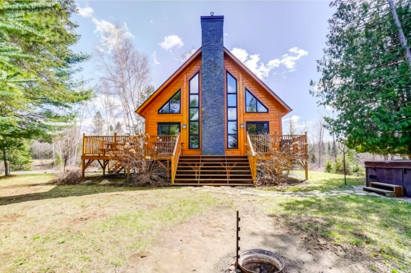 The Hideaway Luxury Chalet, holiday rental in Lac-Simon