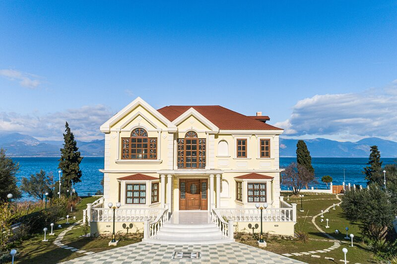 Villa Filoxenia - by the sea - up to 12 guests, holiday rental in Agios Vasileios