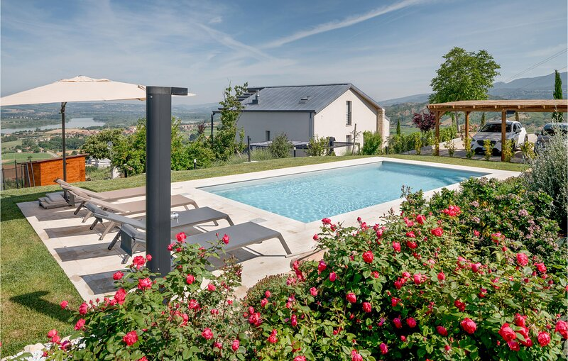 Beautiful home in Alviano with Outdoor swimming pool, WiFi and 2 Bedrooms (IUP94, holiday rental in Guardea
