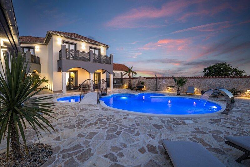 Beautiful Villa Dalmatinac, with a Pool, holiday rental in Policnik