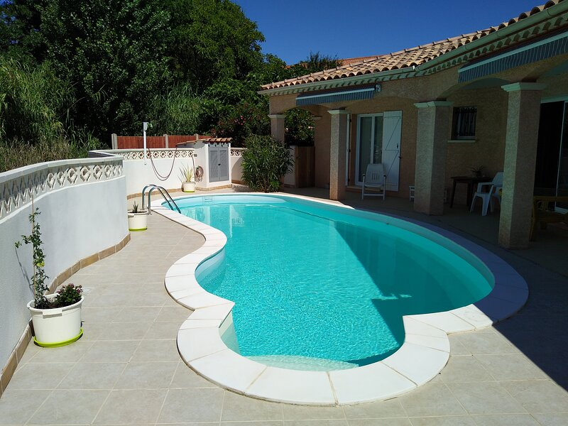 Villa with a private pool near Clermont Le Herault, Pezenas and Bezier, holiday rental in Fontes