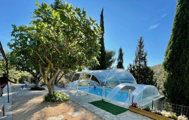 Spacious villa with swimming-pool, casa vacanza a Bouleternere