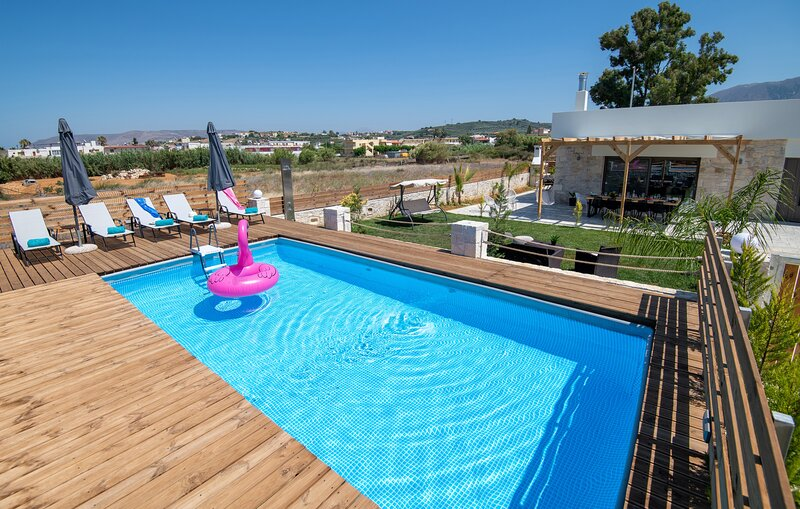 Villa Olympia, 4 BR, for up to 14 persons,  400 meters from the long sandy beach, alquiler vacacional en Dramia