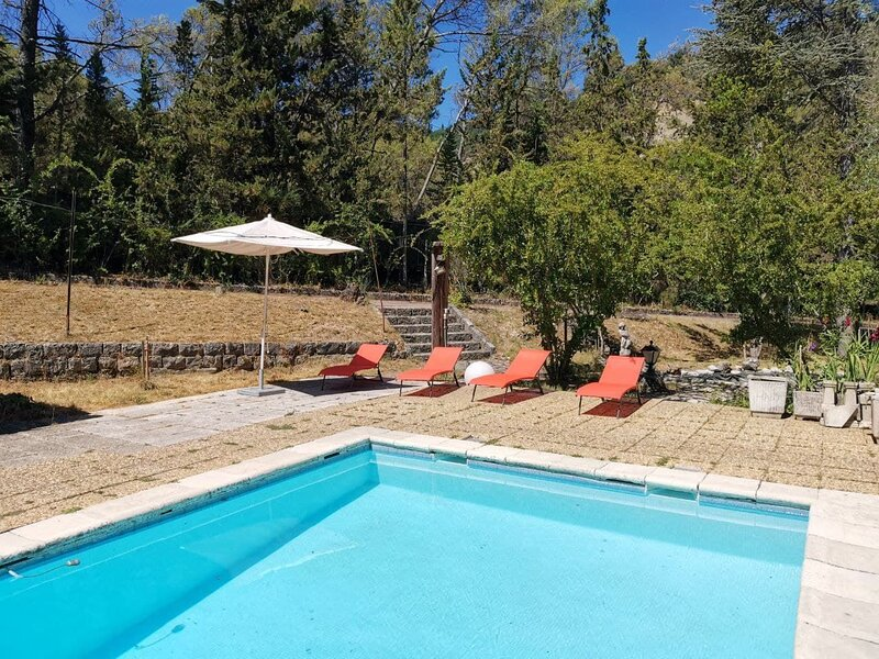 Apartment with swimming-pool, holiday rental in Berre-les-Alpes