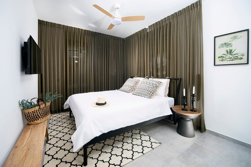 Vibrant Achziv Apartment with Beautiful Interior, vacation rental in Nahariya
