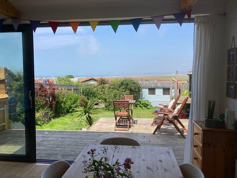 Beautiful family home with panoramic sea views, casa vacanza a Northam