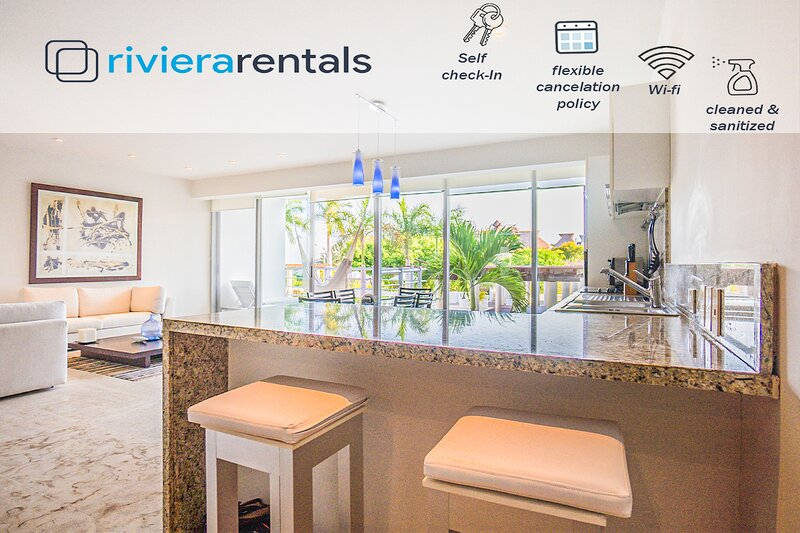 OCEAN VIEW 2 BR CONDO STEPS FROM THE BEACH AND 5TH AV, holiday rental in Solidaridad