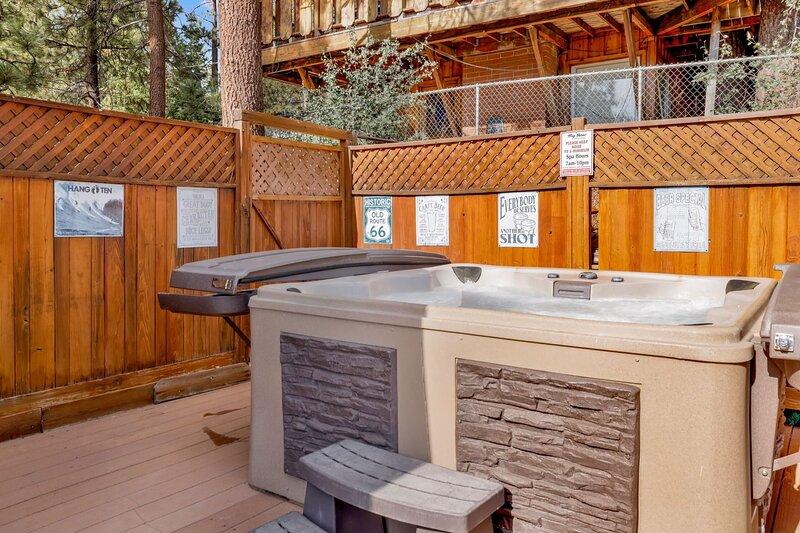 Hardwood,Jacuzzi,Hot Tub,Tub,Stained Wood