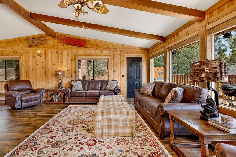 Hardwood,Living Room,Room,Indoors,Couch