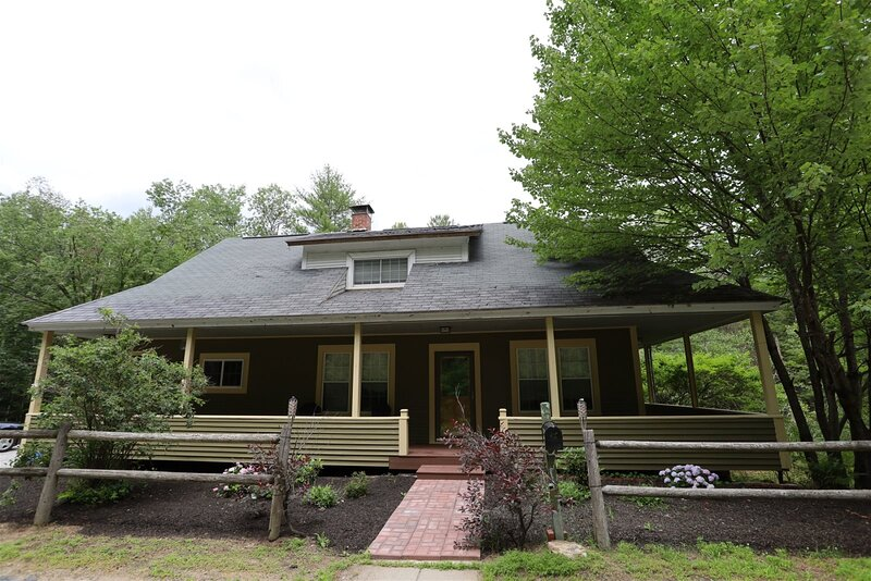 Just Listed! Pet Friendly Newly Renovated Private Home in the White Mountains ne, holiday rental in Campton