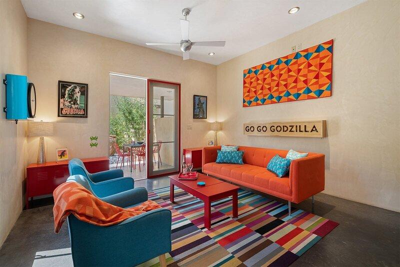 Casa Godzilla - Atomic Style in the Heart of Santa Fe, holiday rental in Agua Fria