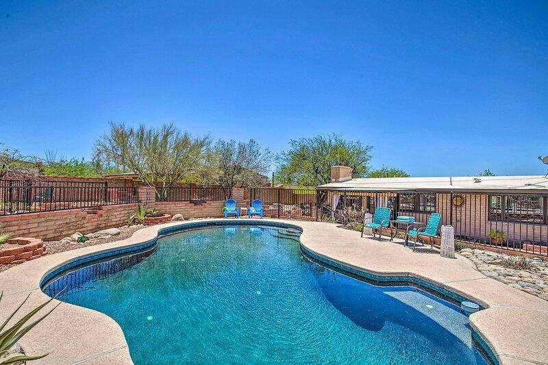 NEW! Desert Oasis w/ Fenced Pool & Mountain Views!, aluguéis de temporada em Catalina Foothills