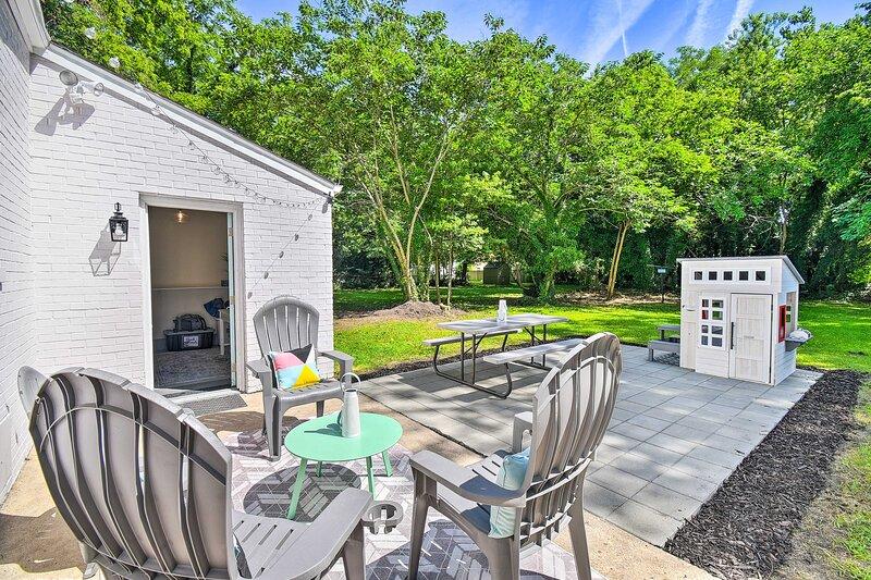 NEW! Charming Hampton Home w/ Yard, 2 Mi to Beach!, holiday rental in Smithfield