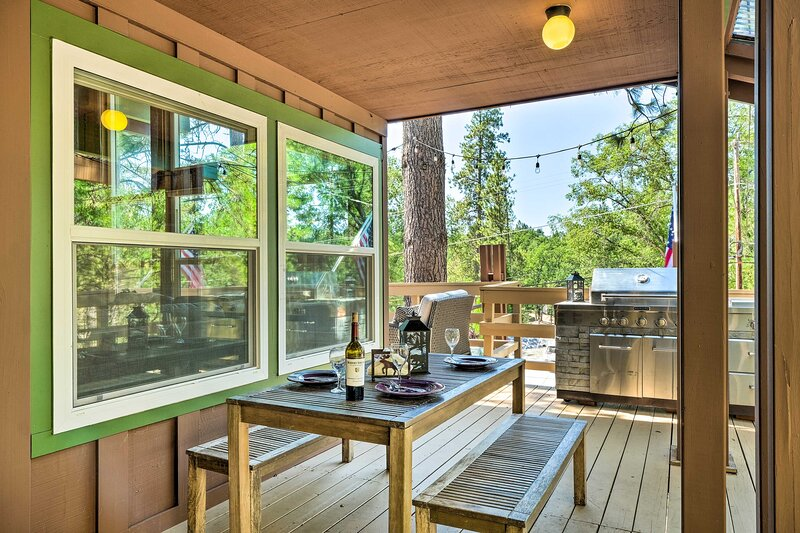 NEW! Cabin < Half Mi to Pine Mountain Lake Marina!, holiday rental in Coulterville