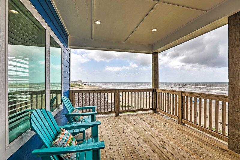 2-Level Deck | Ocean Views | Dog-Friendly Beach