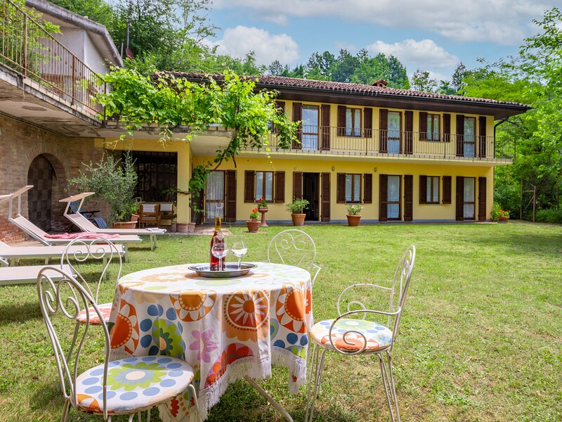 Cascina Calore (AST242), vacation rental in Mombercelli