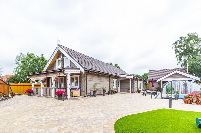 Amazing 14 berth villa with private pool at Pentney Lakes in Norfolk ref 34079A, holiday rental in Oxborough