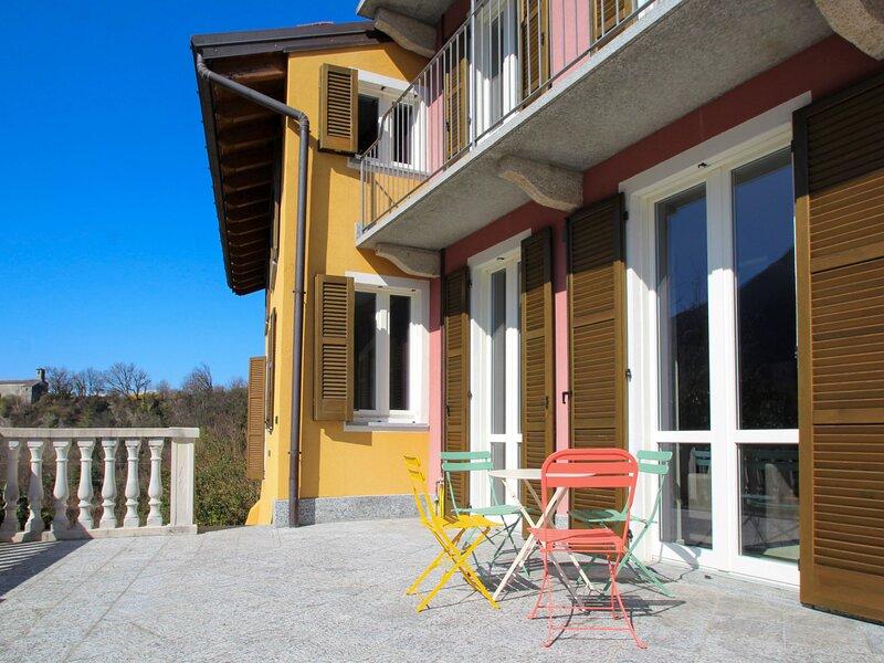 Il Sole di Caldè, holiday rental in Calde