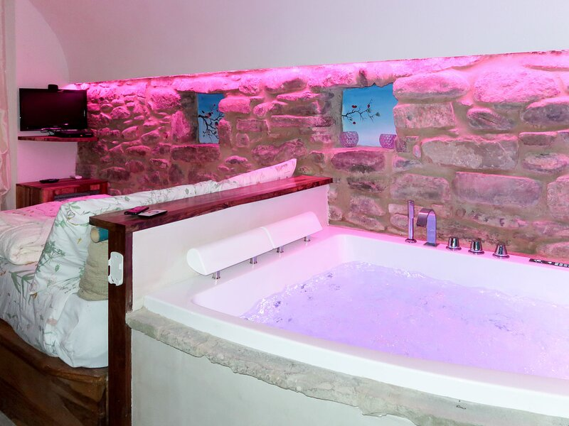 Wellness Room (DOA132), location de vacances à Dolceacqua