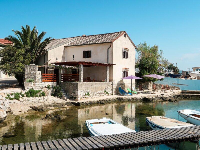 Delfar (LSJ100), casa vacanza a Nerezine