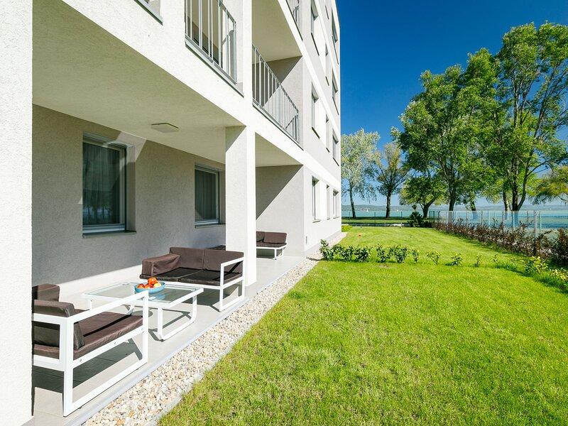 Beach Apartment, holiday rental in Szentantalfa