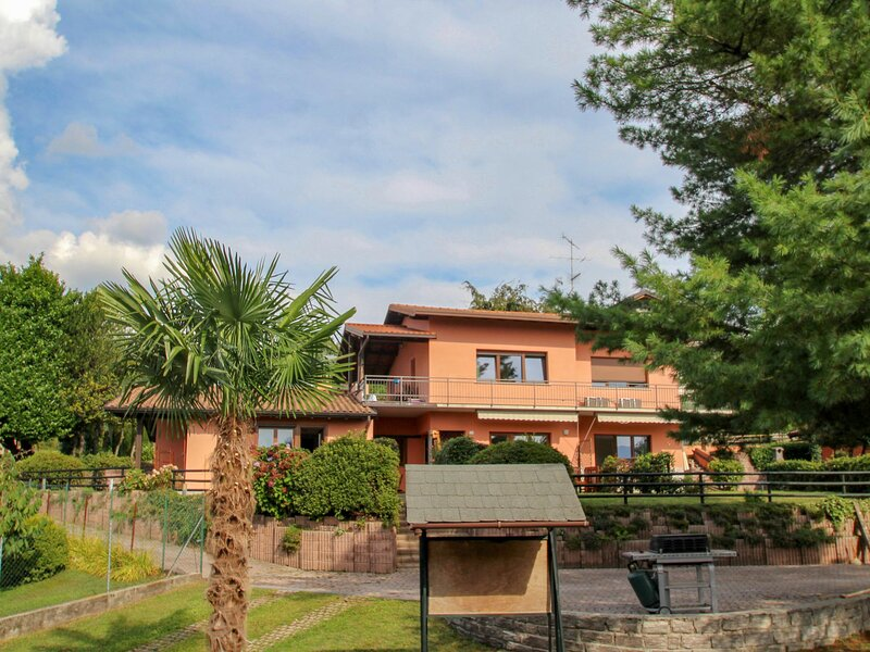 Residenza Agrifoglio, holiday rental in Dumenza