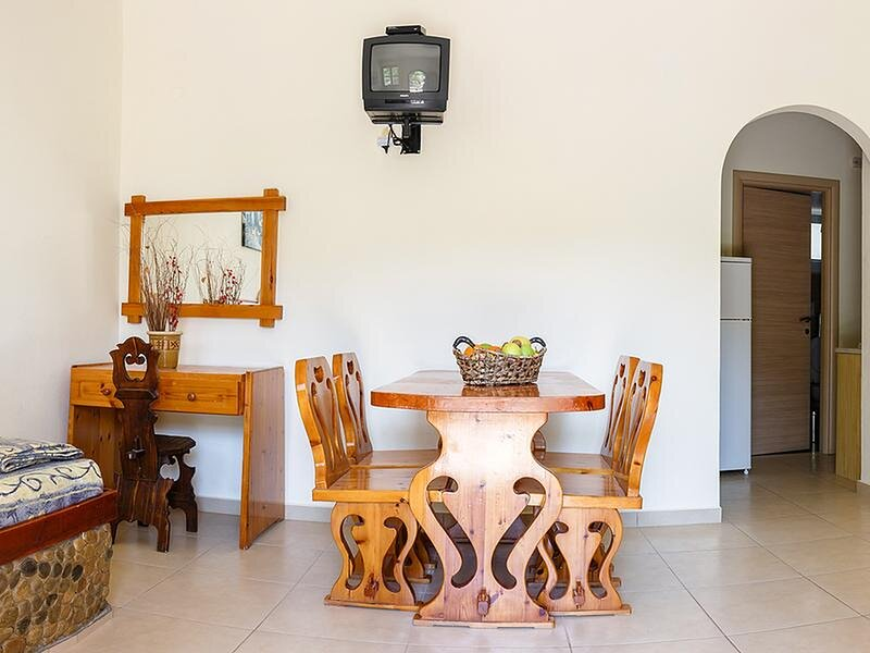 Quiet place with efflorescent garden, holiday rental in Amoudara