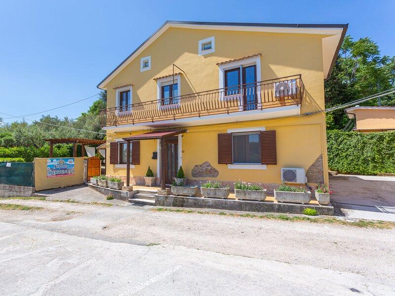 Sunflower (ANO100), holiday rental in Poggiofiorito