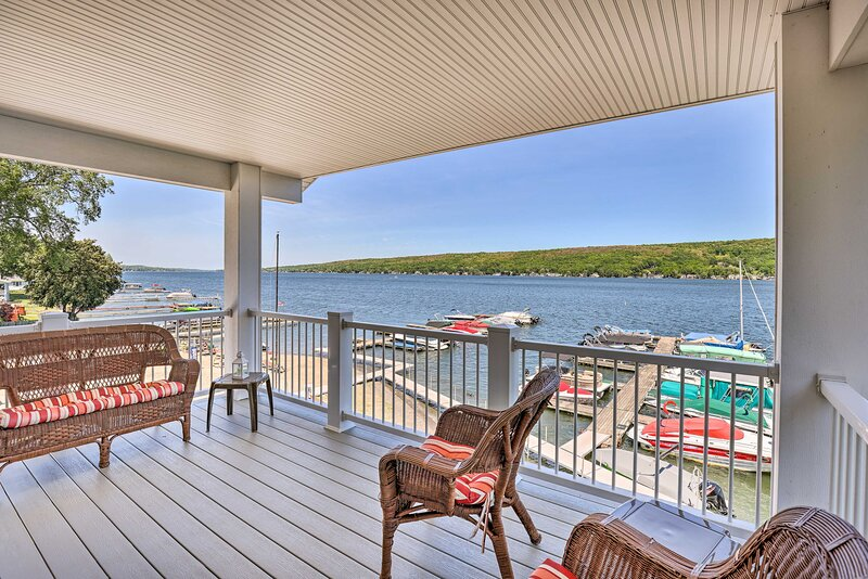 NEW! Lakefront Apt w/ Dock: Steps to Dine & Swim!, holiday rental in Conesus