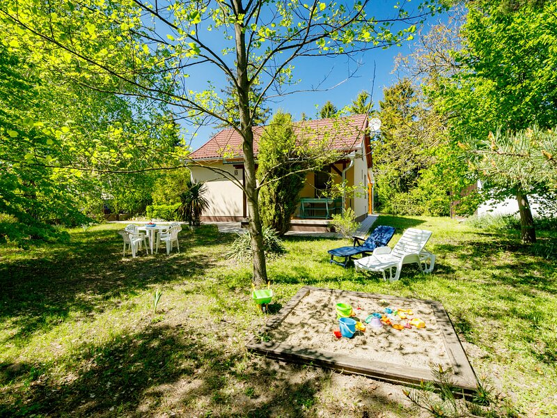 Big garden, vacation rental in Balatonfenyves