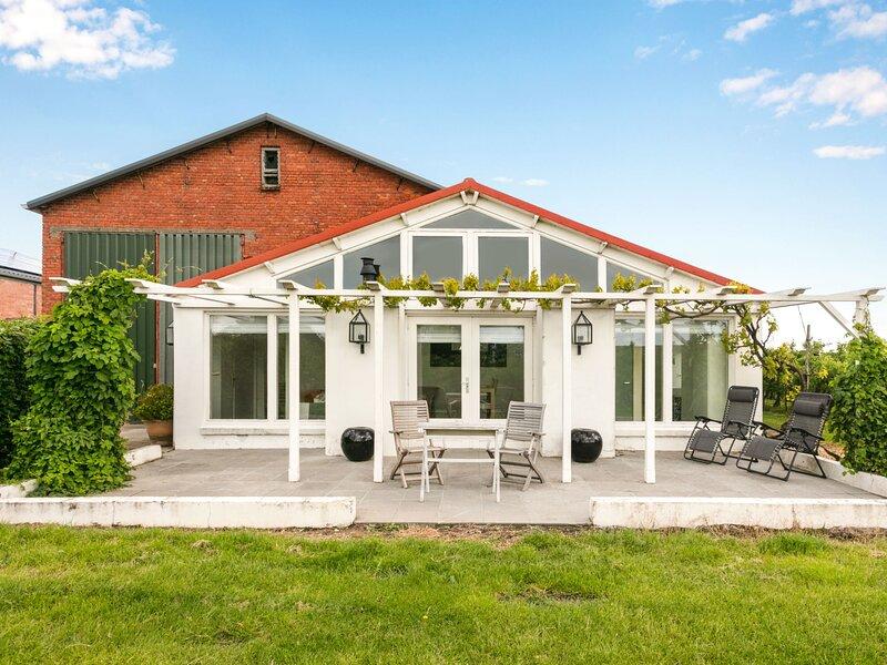 De Orangerie, holiday rental in Baarland