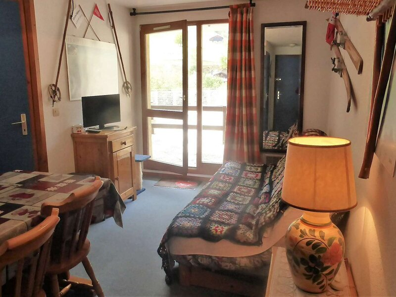 RESIDENCE EN PLEIN COEUR D'ARÊCHES AVEC PISCINE, holiday rental in Areches
