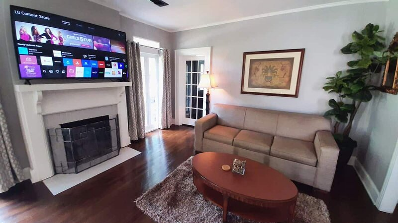 IDEAL for LONG Stays-Close to Everything w/King bed, holiday rental in Elmore