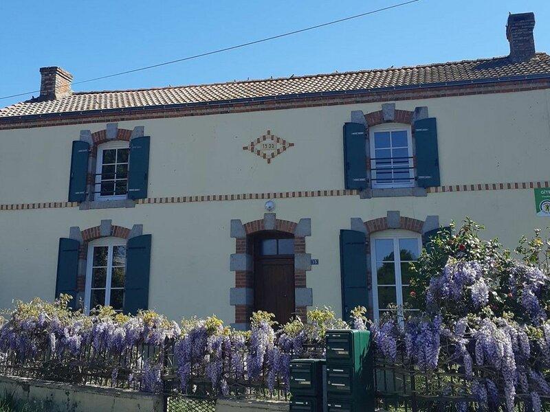 Les Glycines, holiday rental in Landeronde