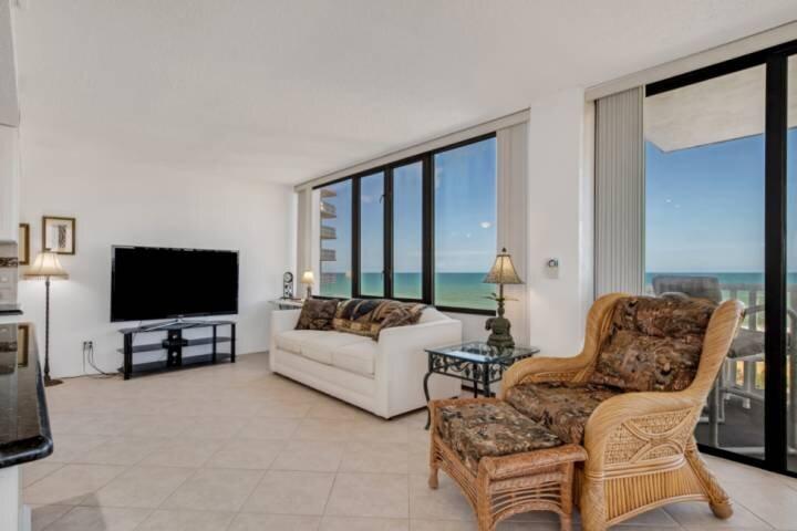 Newly Listed | Ocean Views | Walk to Beach | Pool | Tennis | Golf | Free Parking, alquiler de vacaciones en Flagler Beach