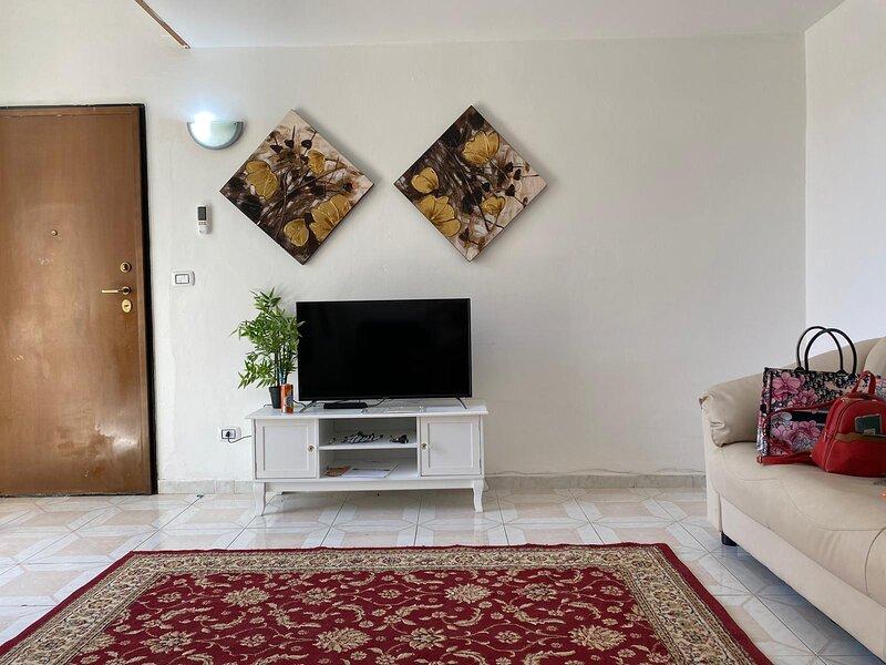 Affittasi ampio appartamento 6 posti letto, alquiler vacacional en Lecce