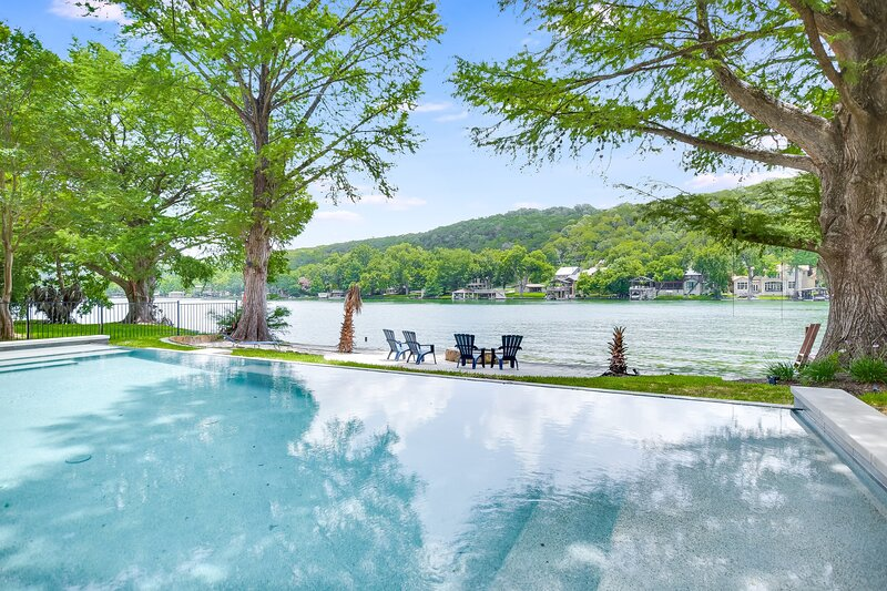 THE ABOVE DOMINION ESTATE ON LAKE AUSTIN, vacation rental in West Lake Hills